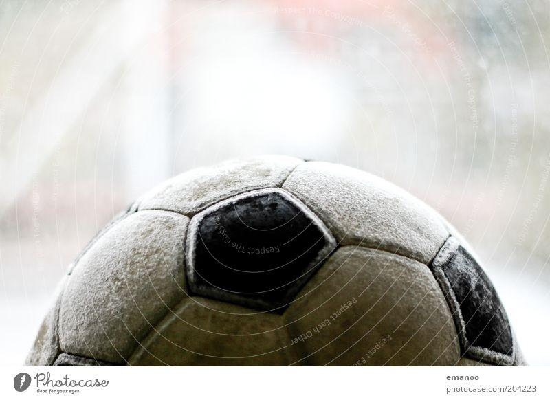 wm 74 Ball Leder rund Fleck Fußball Naht alt gebraucht Farbfoto Gedeckte Farben Innenaufnahme Nahaufnahme Detailaufnahme Experiment Menschenleer