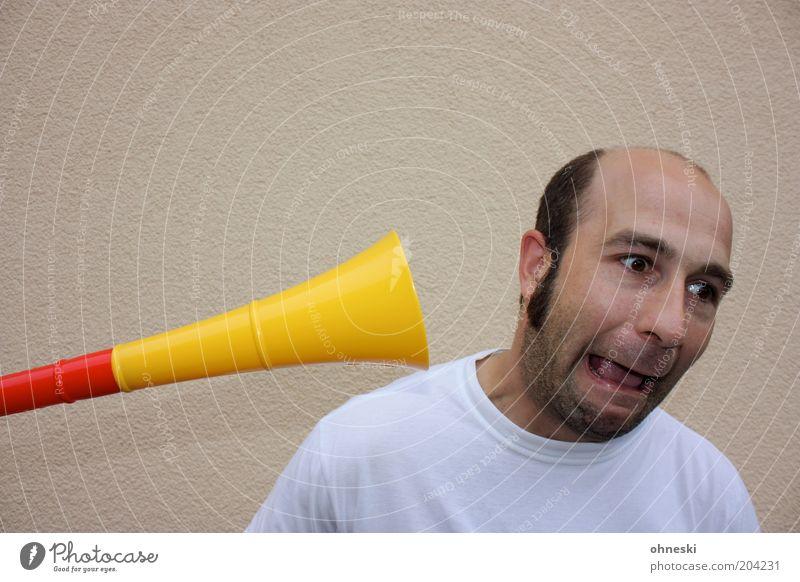 Vuvuzela-Alarm Mann rot gelb Musik Mund Fußball Erwachsene Deutschland maskulin schreien hören Fan Weltmeisterschaft laut Grimasse Entsetzen
