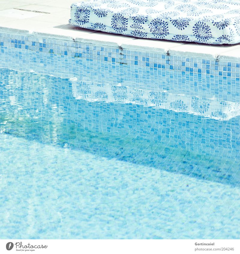 On the Poolside of Life Wasser blau Sommer Ferien & Urlaub & Reisen Wärme hell Lifestyle Wellness Schwimmbad Schönes Wetter Erfrischung Kissen Sommerurlaub