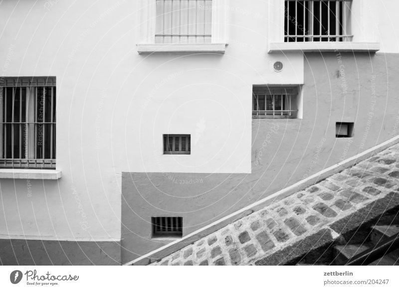 Treppe zum Montmartre Fenster Angst Sicherheit Treppe Ecke Niveau Schutz Paris Loch Kopfsteinpflaster Geometrie Karriere aufsteigen Gitter