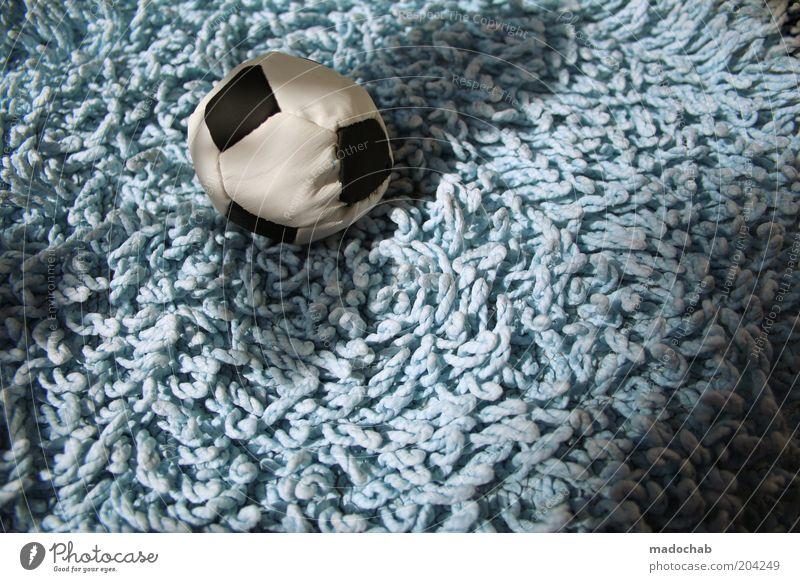 frauenfußball Sport Gefühle träumen Fußball Ball Spielzeug Erwartung Teppich Fairness Euphorie Ballsport hell-blau