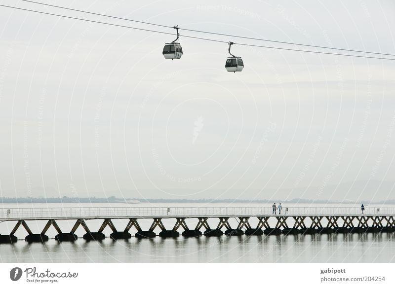 Schweben Wasser Ferien & Urlaub & Reisen ruhig schwarz grau Luft Horizont Hoffnung Brücke Zukunft Tourismus Fluss Gelassenheit Surrealismus Flussufer