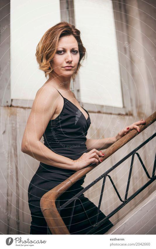 Portrait der hübschen Frau Mensch schön Erotik Erwachsene Lifestyle Gefühle feminin Stil Mode Körper elegant blond Erfolg Fröhlichkeit Lebensfreude