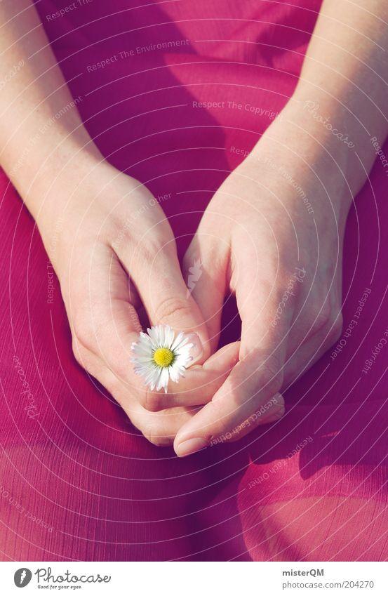 Glücksbringer. Frau Hand Jugendliche Sommer Blume ruhig Einsamkeit feminin Erwachsene klein Zufriedenheit sitzen ästhetisch Kleid zart