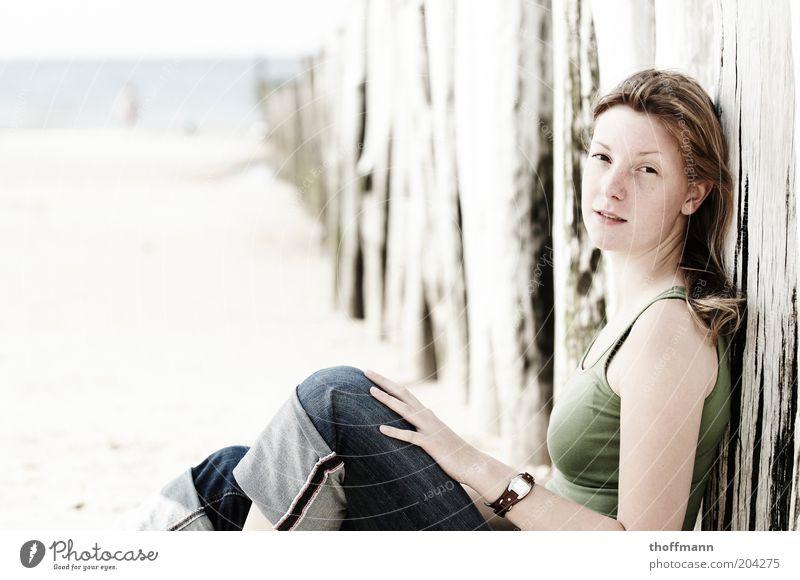 Sitting, waiting, wishing... Frau Mensch Natur Jugendliche Wasser Meer Sommer Strand Ferien & Urlaub & Reisen Erholung feminin Sand blond Erwachsene Bekleidung