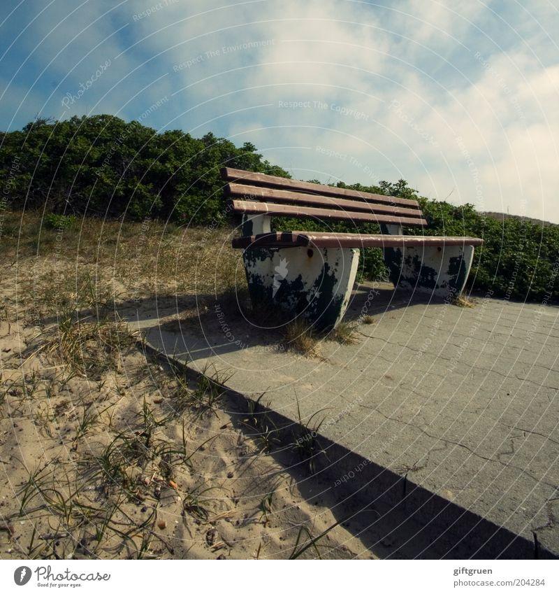 bankenparadies Sommer Sommerurlaub Umwelt Natur Landschaft Sand Himmel Wolken Schönes Wetter Pflanze Sträucher Bank Sitzgelegenheit Holzbank Perspektive