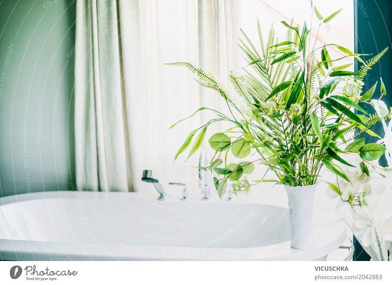 Grüne Pflanzen in Badezimmer elegant Stil Design Häusliches Leben Wohnung Innenarchitektur Dekoration & Verzierung Raum Natur Grünpflanze Mauer Wand Fenster