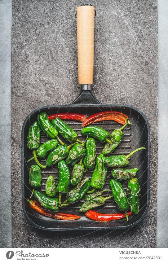 Grillpfanne mit geröstetem grünem und rotem Paprika und Chili Lebensmittel Gemüse Kräuter & Gewürze Ernährung Mittagessen Festessen Bioprodukte
