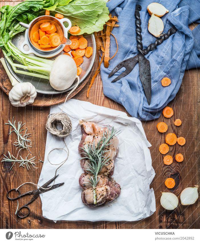 Fleischbraten mit Gemüse und frischen Gewürze zubereiten Lebensmittel Kräuter & Gewürze Öl Ernährung Mittagessen Abendessen Bioprodukte Geschirr Messer Stil