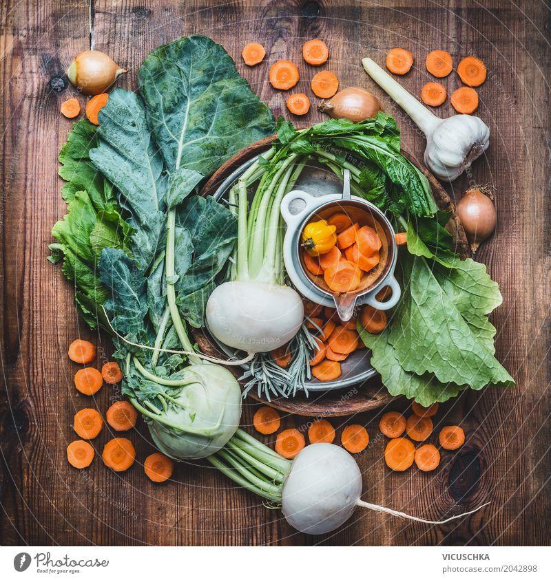 Frisches saisonales Bio-Gemüse fürs gesundes Kochen Lebensmittel Kräuter & Gewürze Geschirr Stil Design Gesunde Ernährung Garten Tisch Vitamin regional Saison