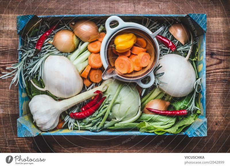 Biokiste mit Gemüse Natur Sommer Gesunde Ernährung Foodfotografie Leben Gesundheit Stil Lebensmittel Design Tisch kaufen Küche Ernte Bioprodukte