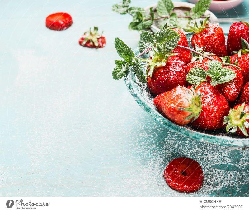 Schüssel mit Erdbeeren Lebensmittel Frucht Dessert Stil Design Gesunde Ernährung Sommer Häusliches Leben Garten Tisch Natur Schalen & Schüsseln türkis blau
