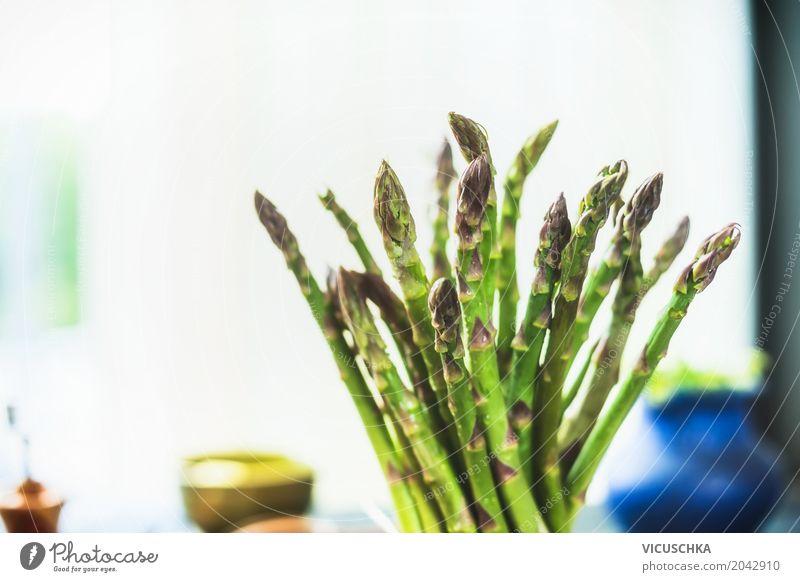 Nahaufnahme von grünem Spargel Lebensmittel Gemüse Ernährung Festessen Bioprodukte Vegetarische Ernährung Diät Stil Design Gesundheit Gesunde Ernährung