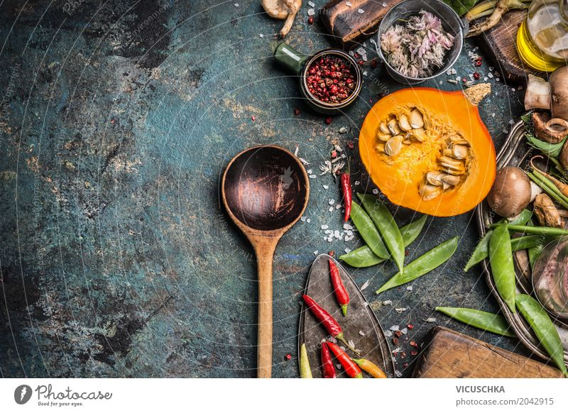 Kochlöffel mit Kürbis und Kochzutaten Lebensmittel Gemüse Kräuter & Gewürze Ernährung Festessen Bioprodukte Vegetarische Ernährung Diät Löffel Lifestyle Design