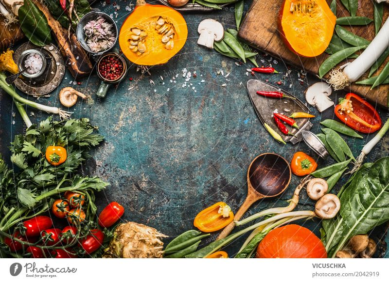 Bio Gemüse für leckere Herbst-Rezepte Lebensmittel Kräuter & Gewürze Ernährung Bioprodukte Vegetarische Ernährung Diät Geschirr Löffel Stil Design Gesundheit
