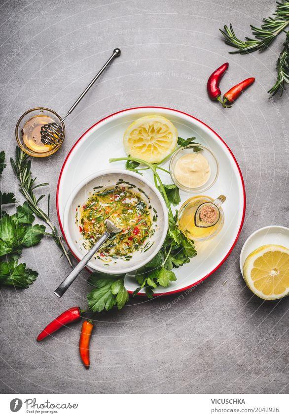 Selbsgemachte Salatdressing mit Öl Lebensmittel Salatbeilage Kräuter & Gewürze Ernährung Geschirr Stil Design Gesundheit Gesunde Ernährung Küche Restaurant