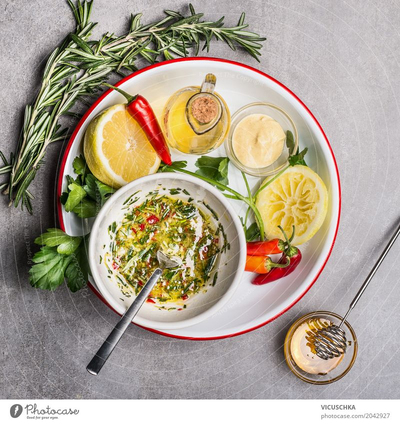 Frische Zutaten für Salat Dressing Gesunde Ernährung Foodfotografie Leben Essen Gesundheit Stil Lebensmittel Design frisch Tisch Kräuter & Gewürze Küche
