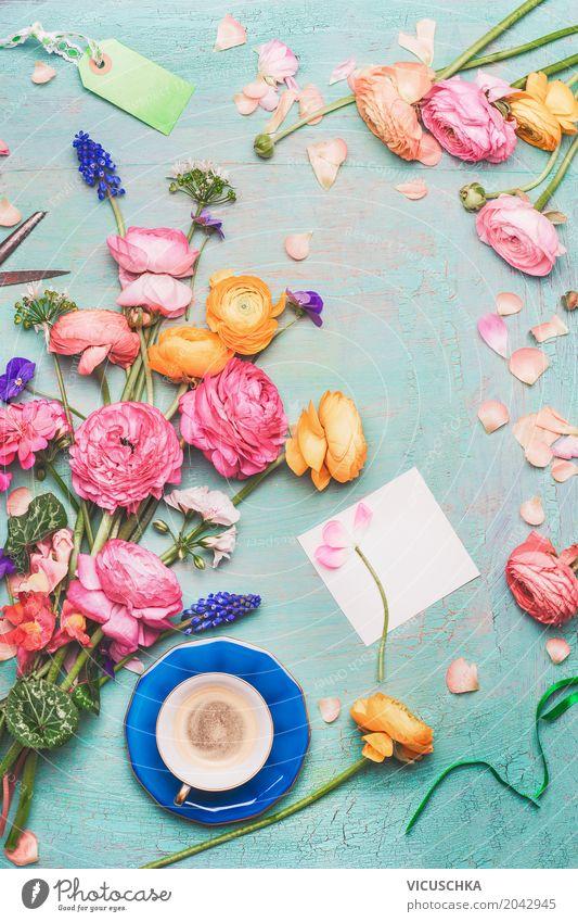 Kaffeetasse mit Blumenstrauß und leere Papierkarte Lifestyle Liebe Stil Feste & Feiern Design rosa Dekoration & Verzierung retro Geburtstag Tisch Geschenk