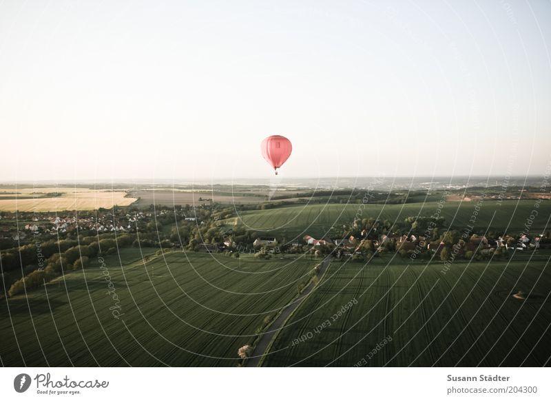 1:99 Ausflug Abenteuer Ferne Freiheit Expedition Sommer Umwelt Landschaft Schönes Wetter Feld fliegen Ballone Ballonfahrt Dorf Erde oben rot fahren Rapsfeld