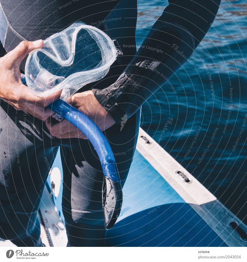Nahaufnahme des Mannes Taucherbrille und Schnorchel halten Mensch Ferien & Urlaub & Reisen Meer Freude Erwachsene Lifestyle Wasserfahrzeug Freizeit & Hobby