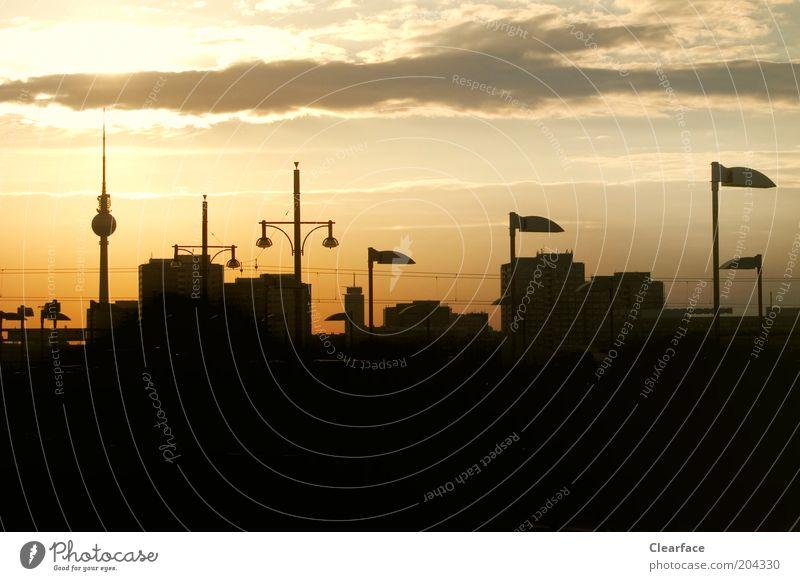 Berlin, Berlin Stadt Haus schwarz Gebäude gold Hochhaus Lifestyle außergewöhnlich Bauwerk Skyline Wahrzeichen Stadtzentrum Sightseeing Hauptstadt Sehenswürdigkeit Berliner Fernsehturm