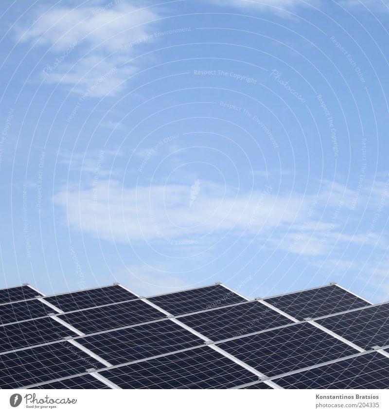 Eigenstrombedarf gedeckt Himmel Wolken Energiewirtschaft Zukunft gut Schönes Wetter Sonnenenergie ökologisch eckig flach Solarzelle Fortschritt Leistung
