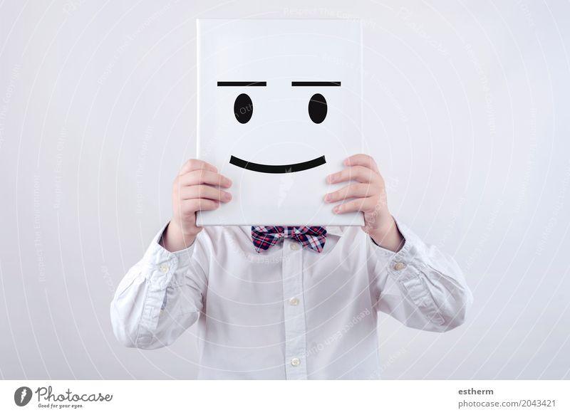 Glückliches Kind mit weißem Brett Mensch Freude Lifestyle Graffiti Gefühle Junge lachen Kopf Stimmung Kindheit Erfolg Lächeln Fröhlichkeit Energie Fitness