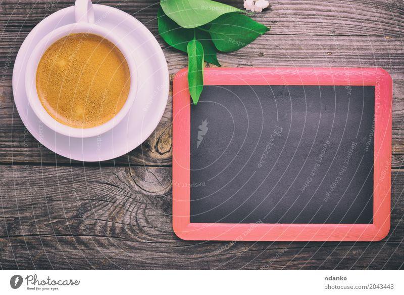 schwarze Tafel für die Inschriften Frühstück Kaffee Espresso Schreibtisch Tisch Restaurant Blume Holz frisch heiß oben retro weiß Café trinken Entwurf duftig