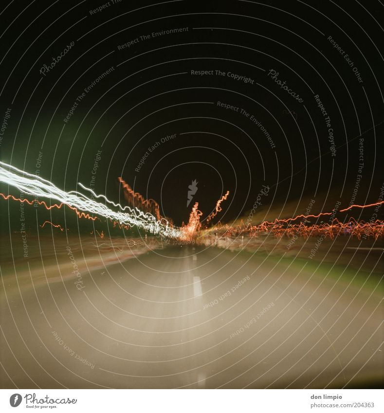 Stolen Car Nachthimmel Verkehr Verkehrswege Autofahren Geschwindigkeit mehrfarbig schwarz analog Mittelformat Farbfoto Außenaufnahme Experiment Menschenleer