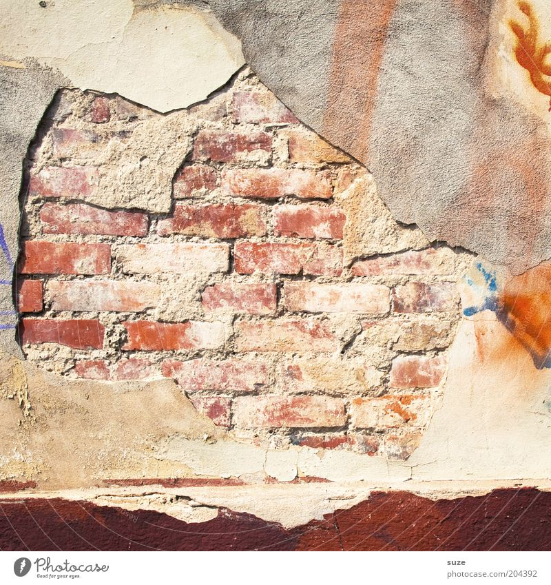 Mauerwerk alt Wand Fassade authentisch Vergänglichkeit verfallen Backstein Verfall Vergangenheit abstrakt Renovieren Putz Sanieren abblättern Mauerstein