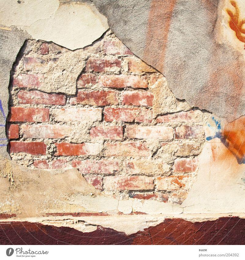 Mauerwerk alt Wand Mauer Fassade authentisch Vergänglichkeit verfallen Backstein Verfall Vergangenheit abstrakt Renovieren Putz Sanieren abblättern Mauerstein
