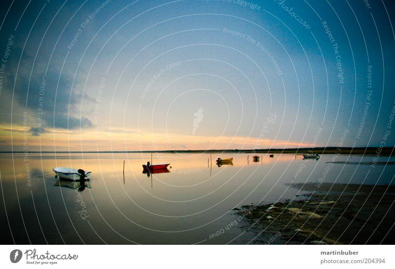 Boote Natur Himmel Meer ruhig Einsamkeit Ferne Freiheit Landschaft Wasserfahrzeug Stimmung Küste Horizont Reisefotografie Idylle Abenddämmerung himmlisch