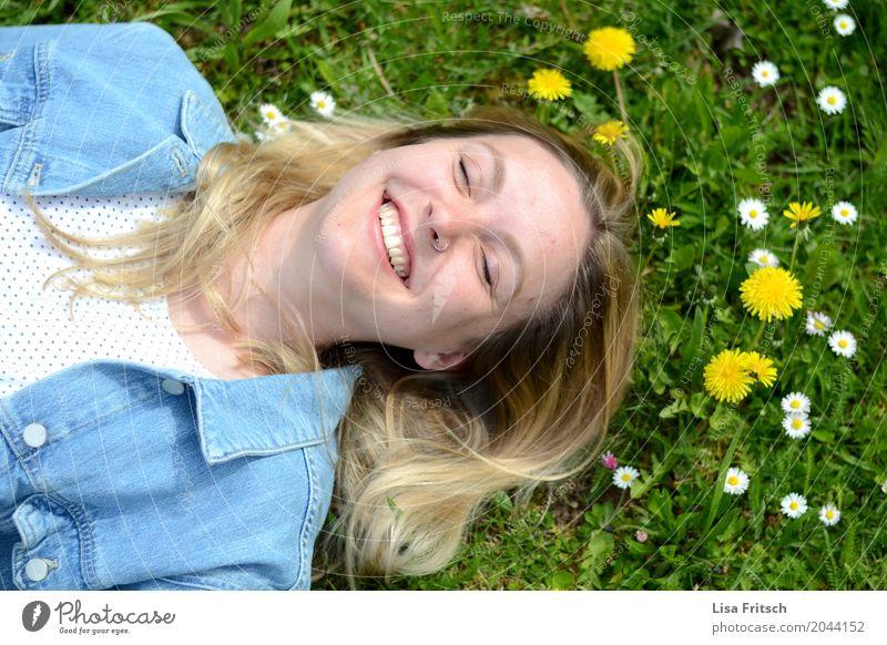 natürlich schön Jugendliche Junge Frau Sommer Erholung 18-30 Jahre Erwachsene Leben Frühling Wiese lachen Glück Garten Haare & Frisuren Kopf träumen