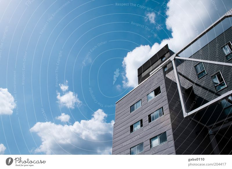 Studentenheim II Design Haus Traumhaus Himmel Wolken Klima Wetter Schönes Wetter Hochhaus Bauwerk Gebäude Architektur Mauer Wand Fenster Weitwinkel