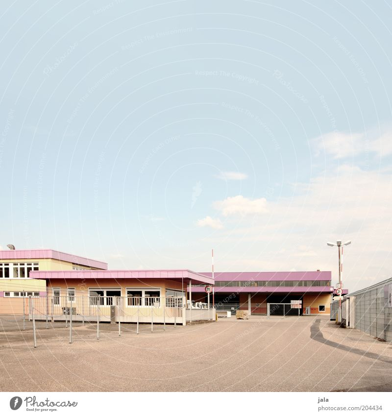 bonbonfabrik Fabrik Industrie Handel Dienstleistungsgewerbe Unternehmen Himmel Haus Platz Bauwerk Gebäude Architektur unten blau mehrfarbig Farbfoto