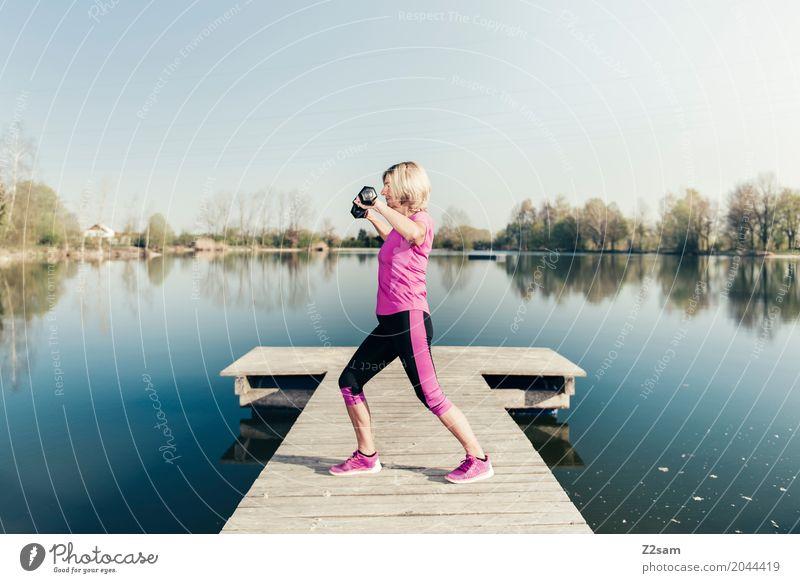 Krafttraining Lifestyle Freizeit & Hobby Sport Fitness Sport-Training Yoga feminin Weiblicher Senior Frau 60 und älter Natur Landschaft Sommer Schönes Wetter