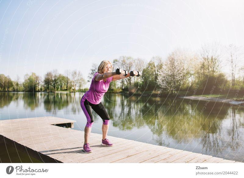 squats Freizeit & Hobby Fitness Sport-Training Krafttraining Yoga Weiblicher Senior Frau 60 und älter Natur Landschaft Sonne Sommer Schönes Wetter Seeufer