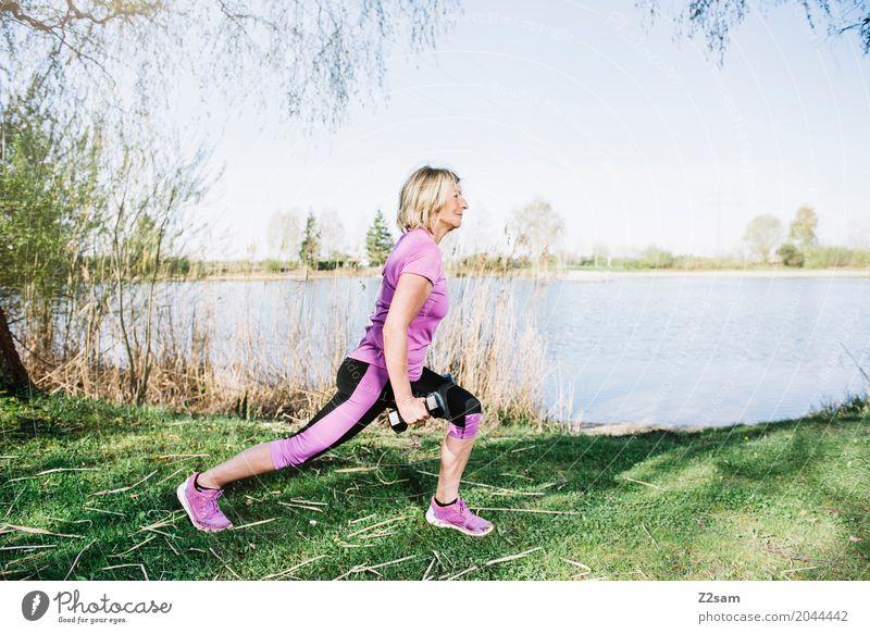 immer standhaft bleiben Freizeit & Hobby Sport Fitness Sport-Training Yoga Junge Frau Jugendliche Weiblicher Senior 60 und älter Natur Landschaft Sommer