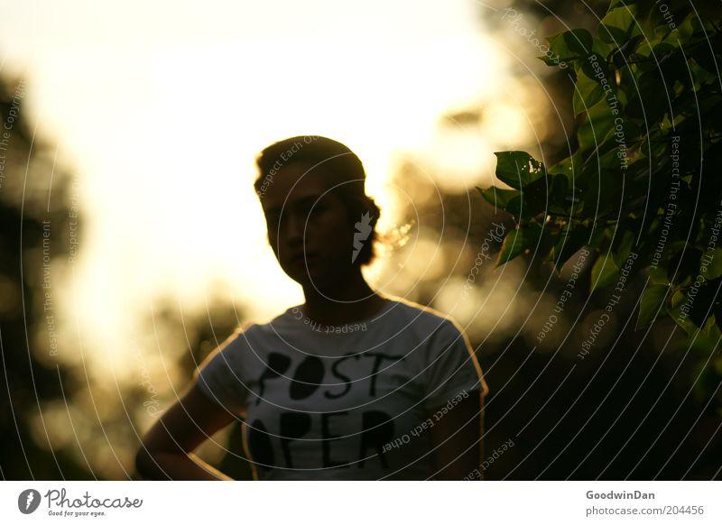 der Sonne trotzen Mensch Jugendliche schön feminin warten Abenddämmerung Frau Junge Frau