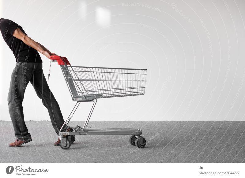 Kaufrausch Mensch Mann Erwachsene maskulin leer kaufen 18-30 Jahre Richtung sparen ziehen Anschnitt Konsum Billig Einkaufswagen sparsam kopflos