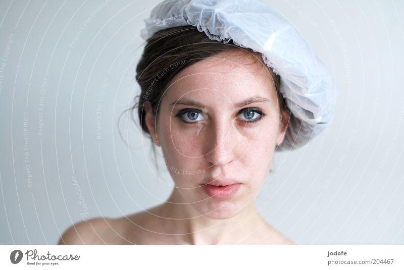 naiv Mensch feminin Junge Frau Jugendliche Erwachsene Gesicht 1 18-30 Jahre ästhetisch weiß ernst beobachten Farbfoto Innenaufnahme Textfreiraum links