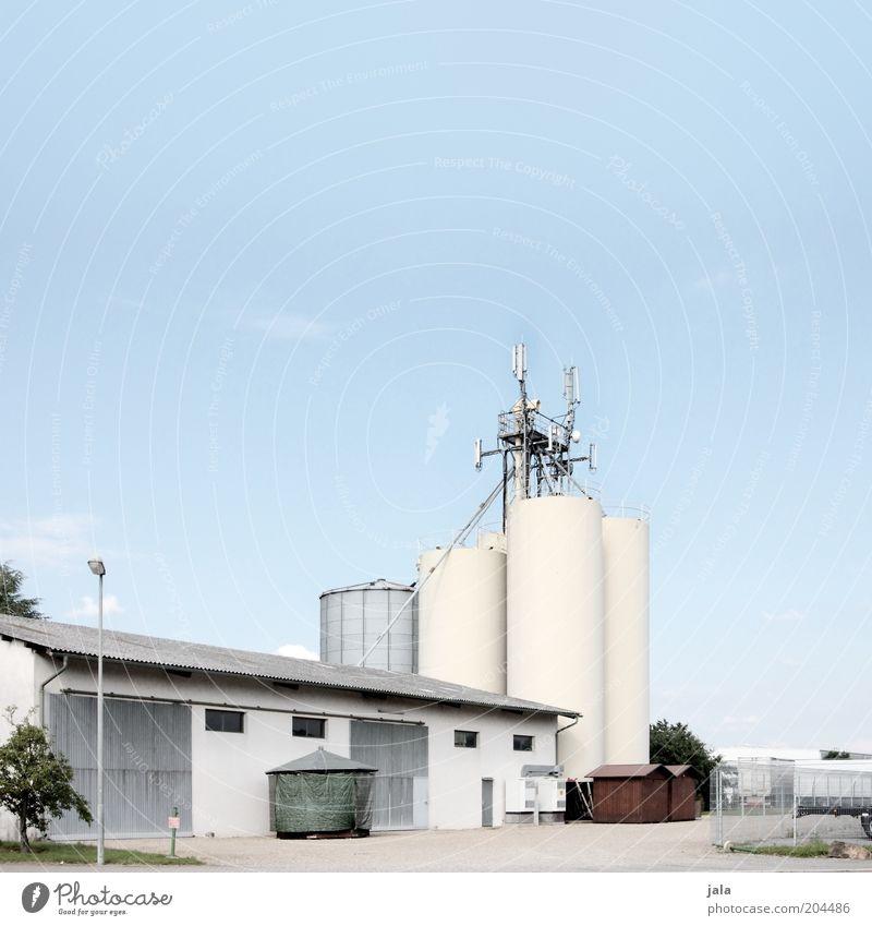silos Himmel Gebäude Architektur Industrie Platz Industriefotografie Fabrik Dienstleistungsgewerbe Bauwerk Unternehmen Halle Industrieanlage industriell Silo