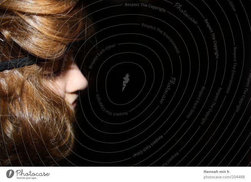 Es geht um Glaube, Liebe und Hoffnung Mensch Jugendliche ruhig feminin Haare & Frisuren träumen Traurigkeit weich einfach brünett Schüchternheit geduldig