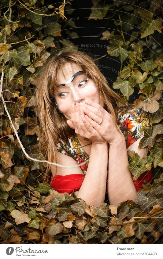 update Mensch feminin Junge Frau Jugendliche Erwachsene Pflanze Efeu Maske lachen bedrohlich hässlich verrückt trashig gruselig anonym künstlich lifting