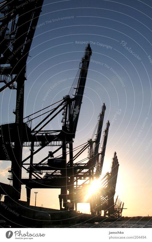HHafenromantik Hamburg Industrie modern Güterverkehr & Logistik Romantik Wirtschaft Schifffahrt Schönes Wetter Kran stagnierend Krise Dock Wolkenloser Himmel