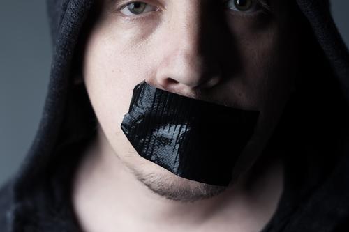 Schweigen ist nicht immer gold Mensch Jugendliche Mann 18-30 Jahre schwarz Gesicht Erwachsene Stimmung maskulin Kommunizieren Mund Meinung Sorge falsch