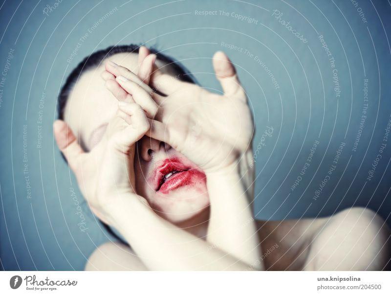 ..psyche Mensch Frau Jugendliche Hand Erwachsene dunkel feminin Traurigkeit Angst wild 18-30 Jahre bedrohlich berühren Todesangst Kosmetik verstecken