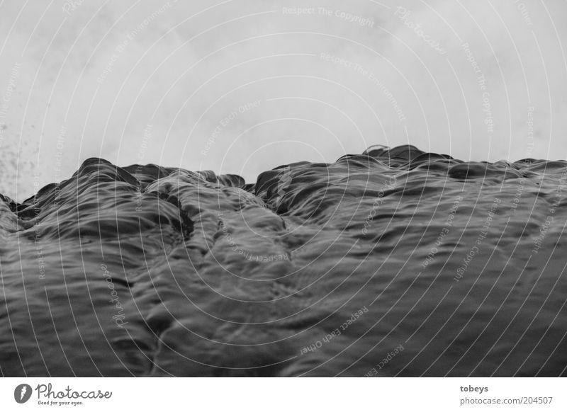 Petografie Natur Wasser Meer Umwelt Gefühle Stimmung Wellen Urelemente Unwetter Sturm Brandung Schwarzweißfoto Detailaufnahme Gischt Wellengang Muster
