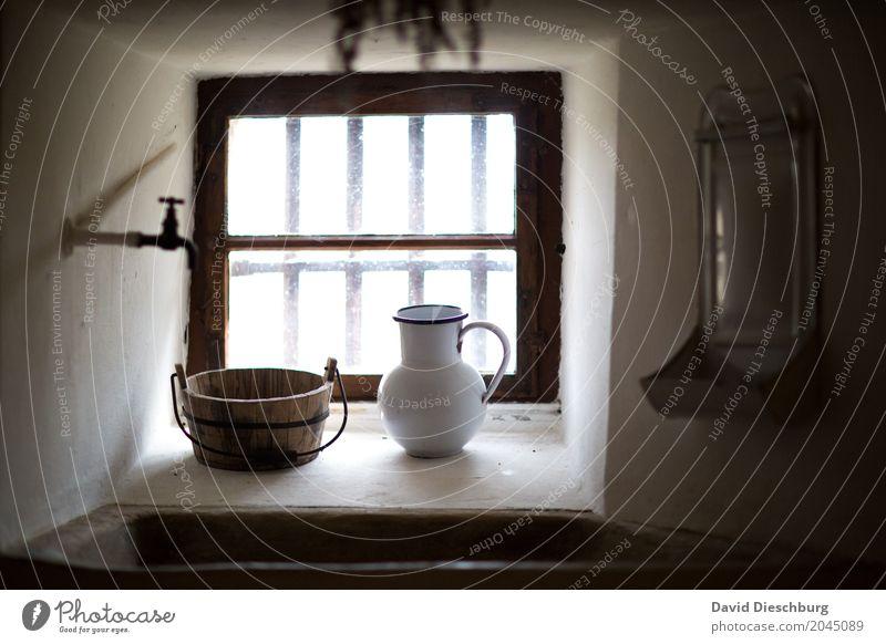 Waschgelegenheit Körperpflege Ferien & Urlaub & Reisen Tourismus Ausflug Abenteuer Haus Burg oder Schloss Fortschritt Bad Waschen Fenster Wasserhahn Waschbecken