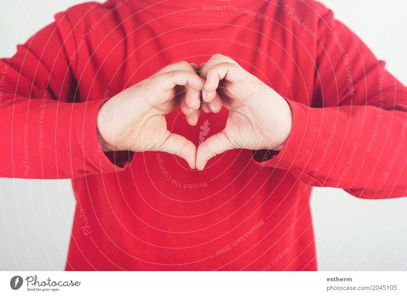 Kinderhände zeigen Zeichen des Herzens Lifestyle Valentinstag Muttertag Mensch Junge Hand Finger 1 3-8 Jahre Kindheit Freundlichkeit Fröhlichkeit Gesundheit